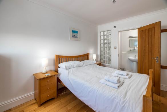 A double bedroom with en-suite bathroom