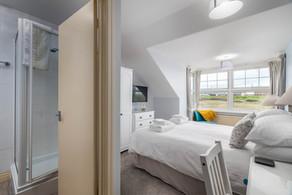 En-suite facilities to a double room