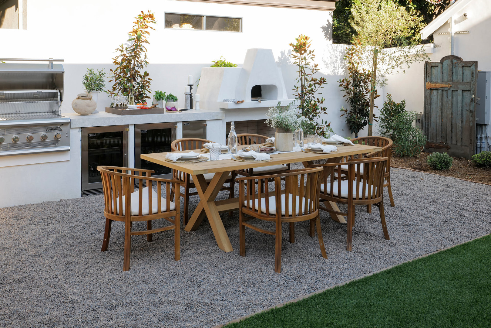 Outdoor living and eating