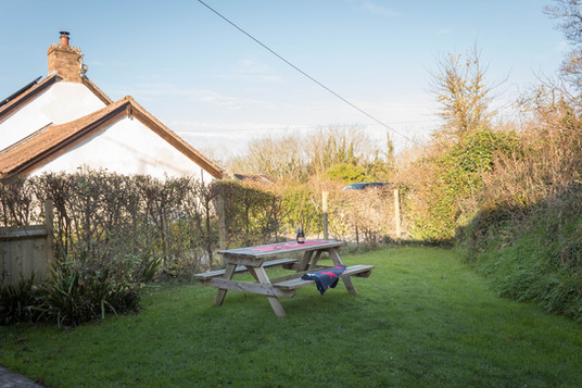 The lawned garden at Cottage 3 with picnic table for al fresco dining.