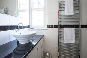 Sleek tiling in the bathroom