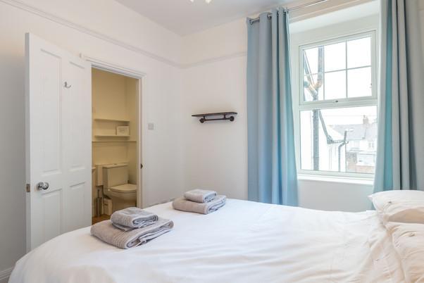 A cosy en-suite double bedroom