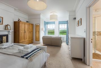 Double bedroom with gorgeous en-suite