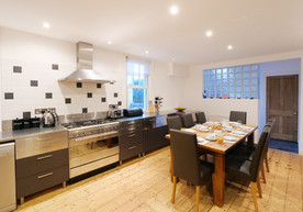 Catering in this kitchen is a dream on the large range cooker