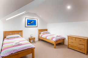 A pretty twin room with plenty of space