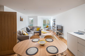 Dine in style around the circular table