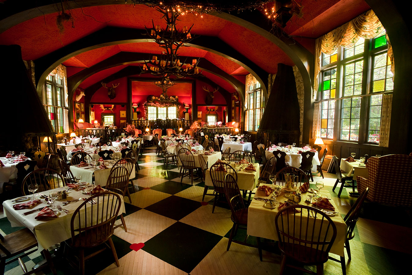 GrandHotel_MediaRoom_WoodsRestaurant