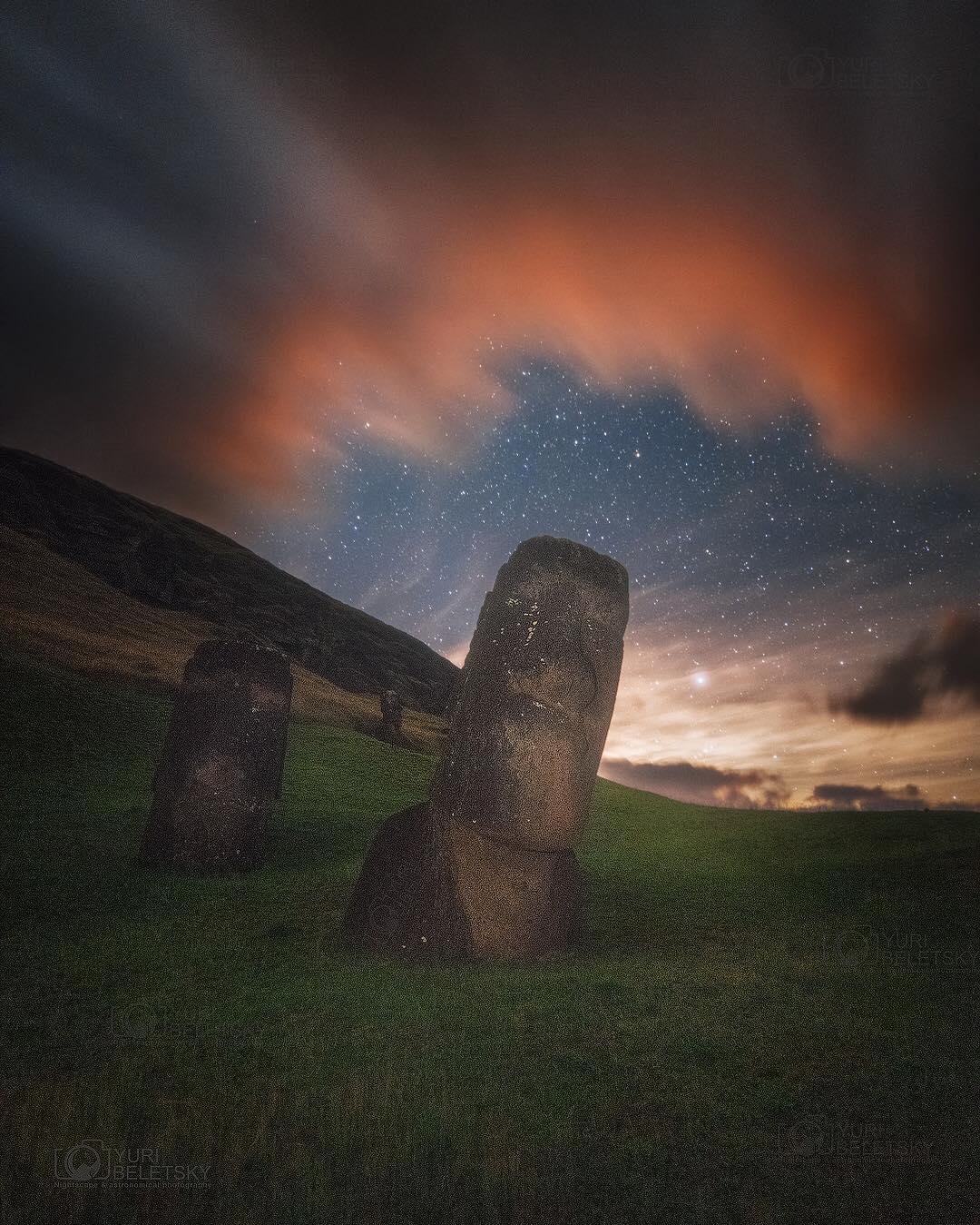 Moai Del Arcoiris
