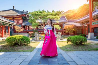 woman-with-hanbok-gyeongbokgung-traditio