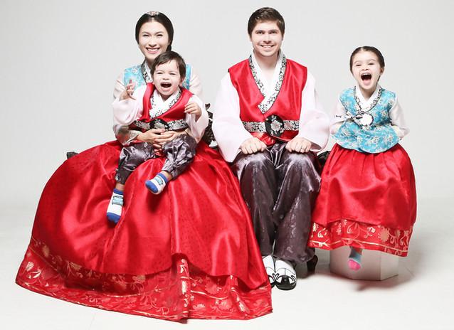 Duong Khanh Van Family_(Hanbok_한복)