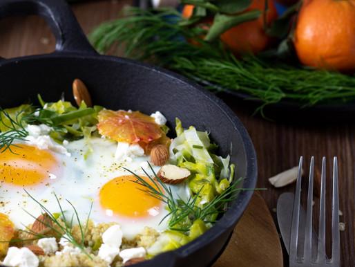 Cassolette de fondue de poireaux, quinoa, fêta et oeufs