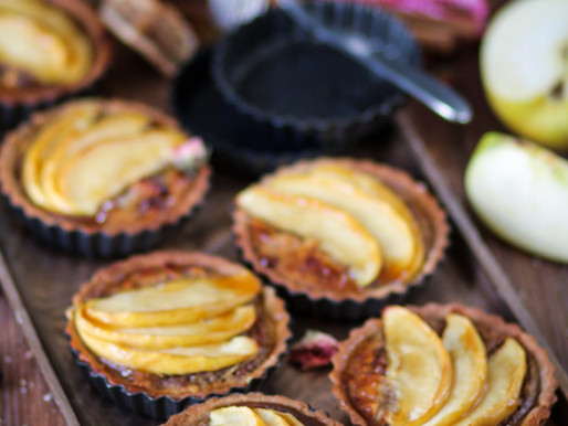 Tartelettes aux noix de pecan, amandes et pommes
