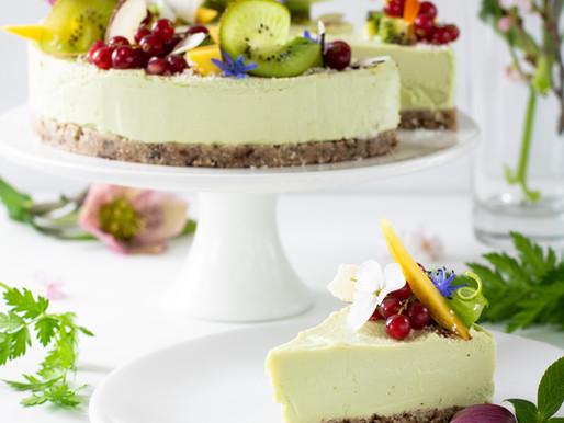 Cheesecake cru au citron vert et noix de coco. Vegan et sans gluten.