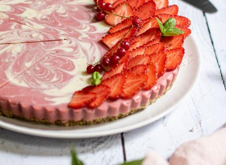Tarte panna cotta marbrée fraises, basilic et coco