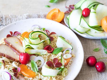 Salade de riz complet aux fruits