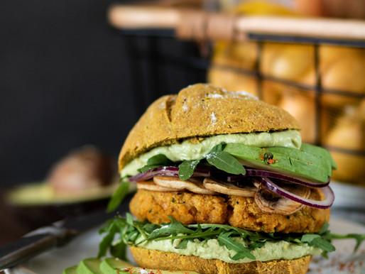 Burger vegan, steak de lentilles et pain à la patate douce