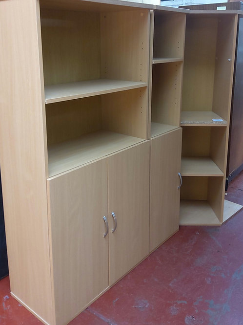 Corner unit and cupboard