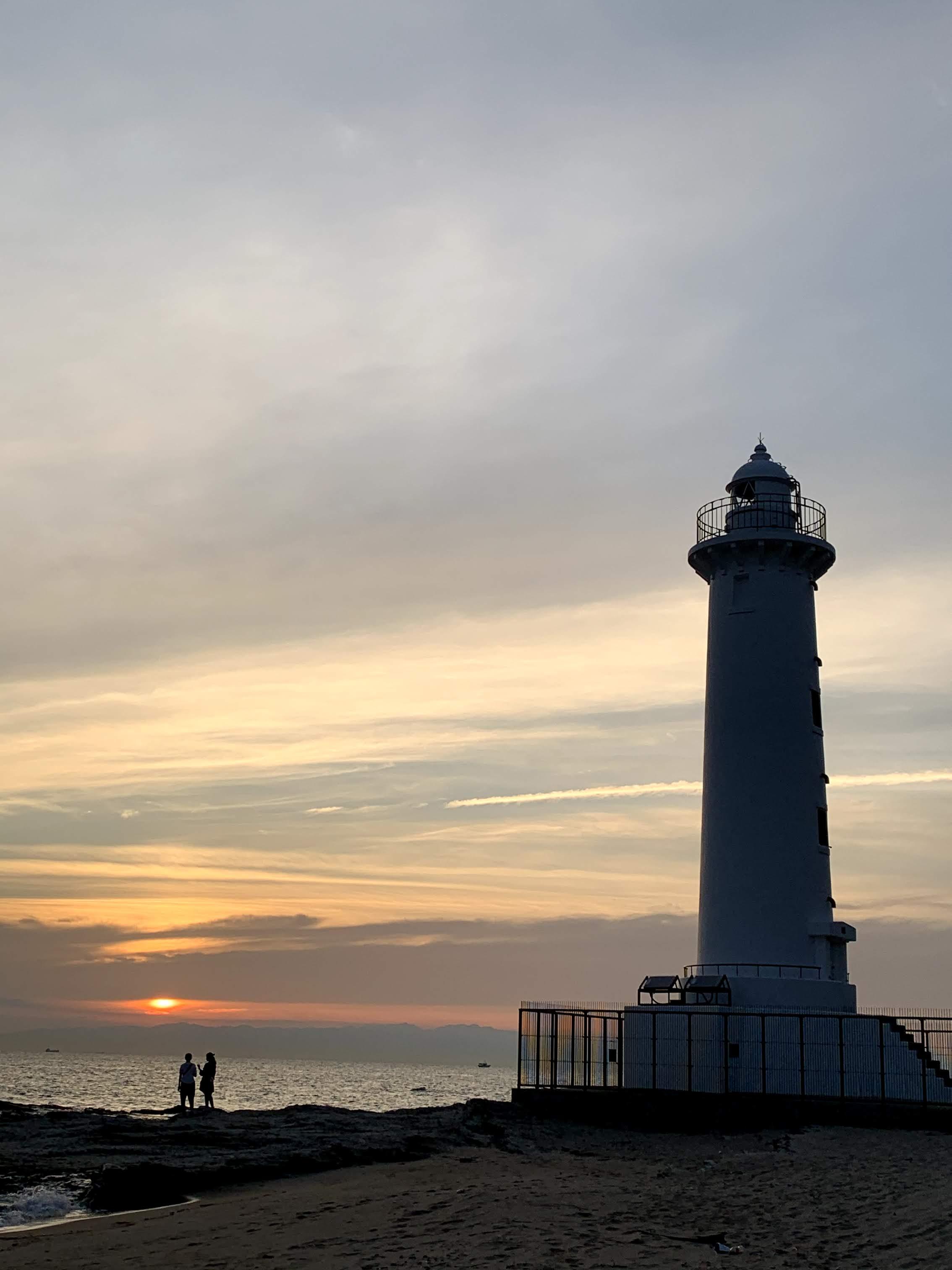 夕暮れの野間埼灯台