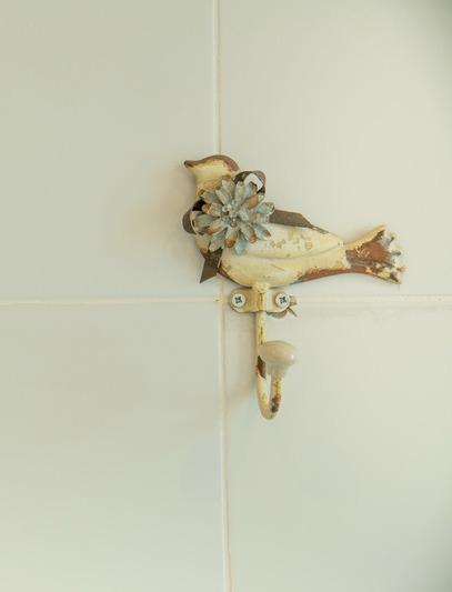 מתלה בחדר האמבטיה