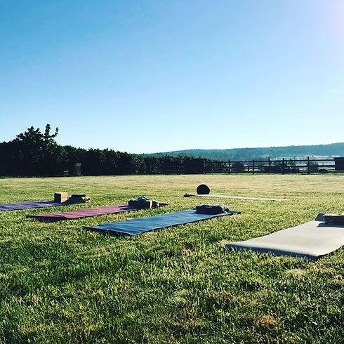 Idag har vi kört igång veckans yoga på g