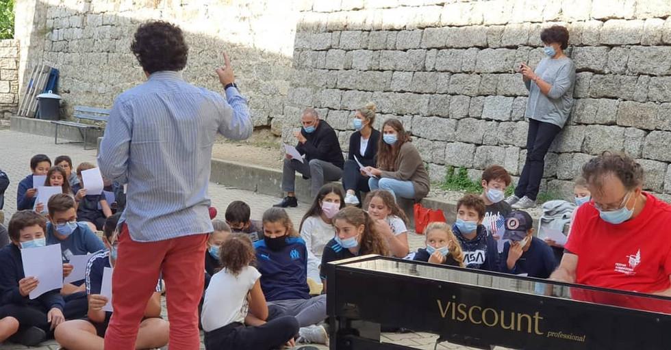 Francois René DUCHABLE avec les élèves du Collège de Petreto - Corse du Sud