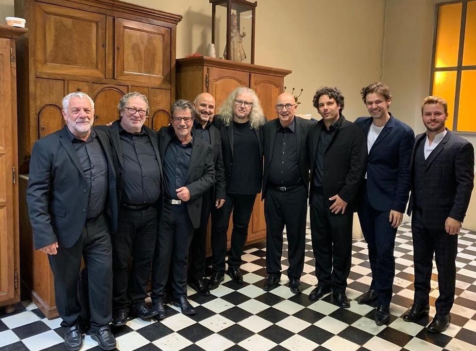 Yvan CASSAR, Kevin AMIEL et Christian-Pierre LAMARCA, entourés du Choeur d'Hommes de Sartene