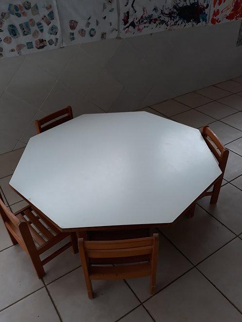 TABLE ET 4 CHAISES POUR ENFANTS
