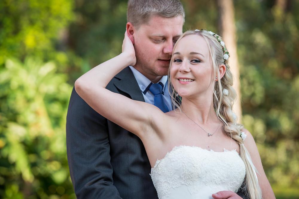 wedding posing