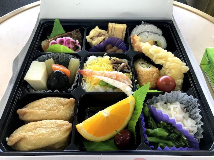 岡山国際サーキット ピットラウンジ 弁当