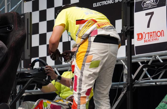 eモータースポーツで勝つには『ドライバー交代』の練習も必要?! JeGT @KOBEレポート