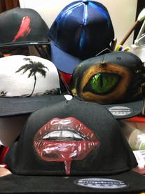 designové oblečení a čepice