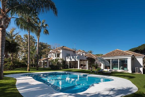 Classical Villa in Guadalmina Baja