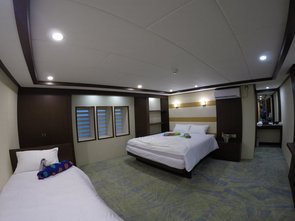 dbl with single bed