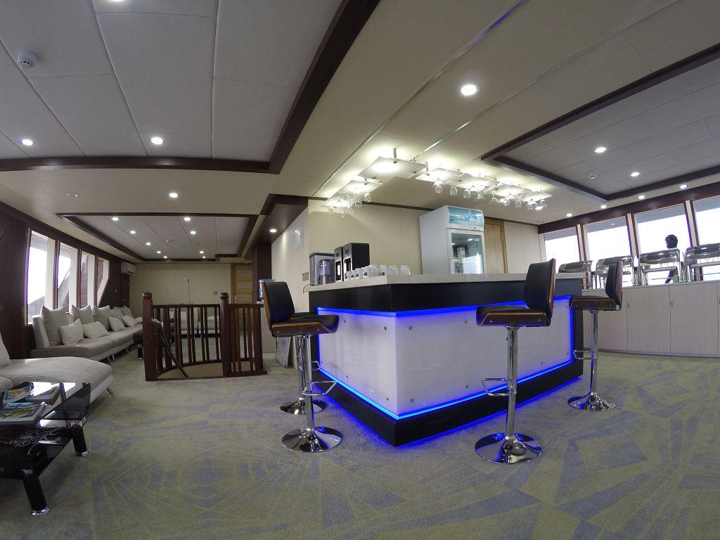lounge and bar 2