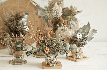 composition-with-many-dried-flowers-vase