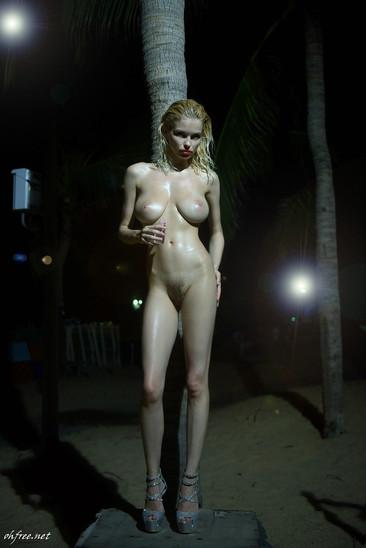 julia-logacheva-nude-1.jpg