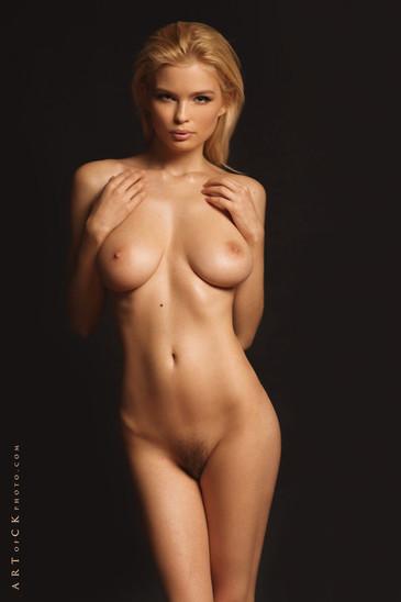 julia-logacheva-nude.jpg