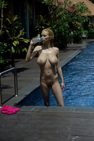 Julia-Logacheva-by-Mike-Dowson-21.jpg