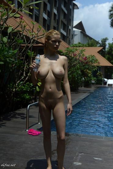 julia-logacheva-nude-2.jpg