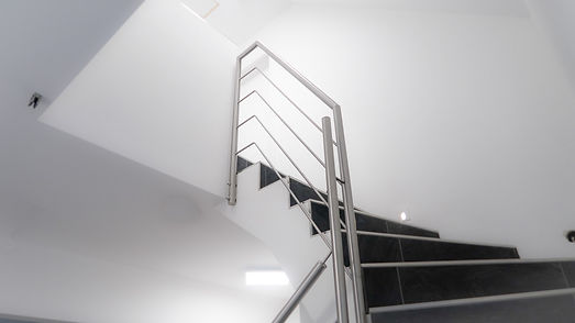 Moderne Treppengelander Aus Edelstahl Fur Gewendelte Innen Treppen