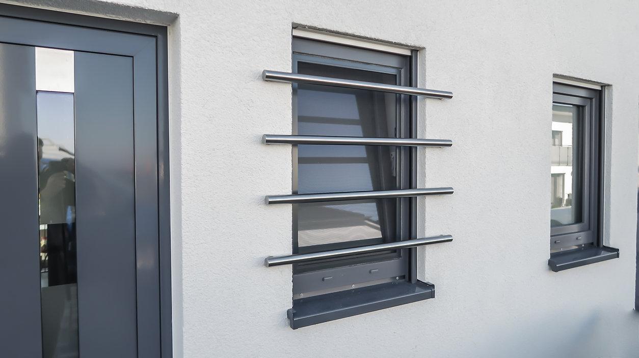 Kellerfenster sichern sicherungsstangen edelstahl for Kellerfenster einbruchschutz