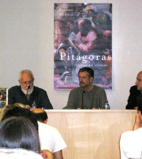 Gonzalo Suárez presenta Pitágoras en la sala de la Editorial Planeta