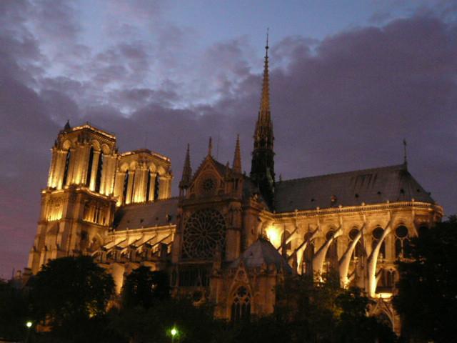 Notre Dame Paris, Calvin 500 Bond Tour, 2009