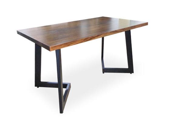 Mesa 124 con tapa de madera Maciza