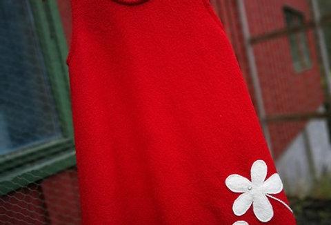 Julekjole med to blomster og trådekor. strL og XL