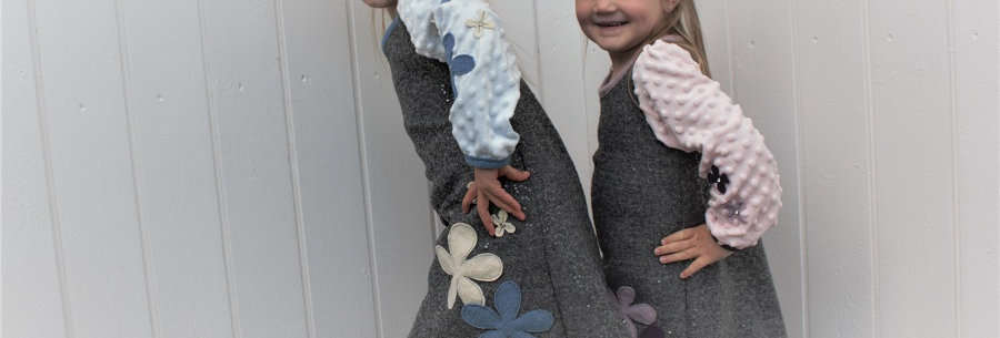 Nydelig barnekjole med erme.Blå. Str.6 år