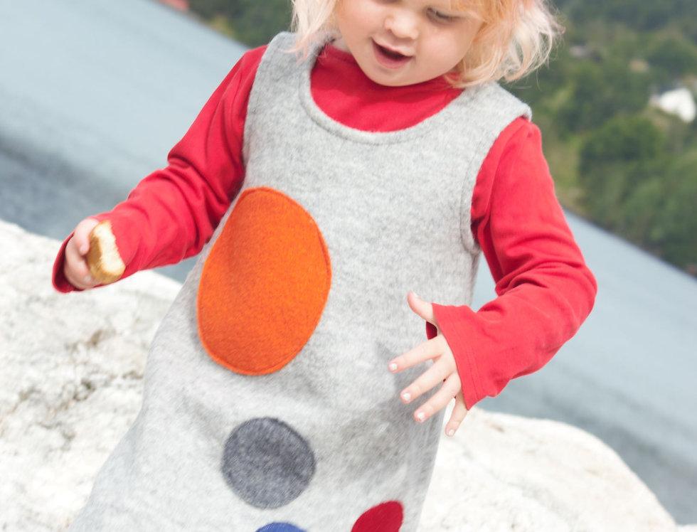 Kjole med rundinger i mange farger Str.4 år