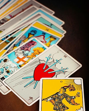 how-to-read-tarot-cards_edited.jpg