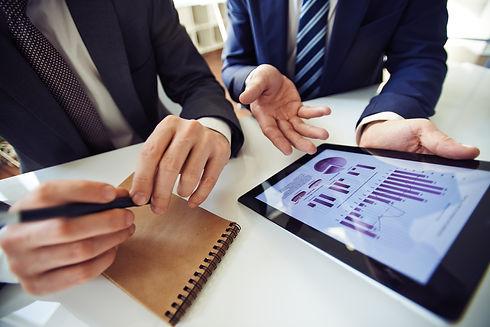 graphicstock-businessmen-discussing-elec