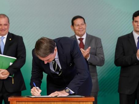 Posse de armas: decreto restabelece direito definido nas urnas, diz Bolsonaro